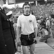 Heinz Flohe im Dress der Nationalmannschaft.