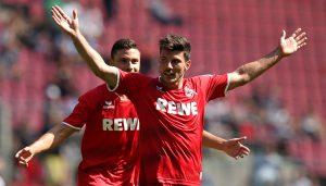 Der 1. FC Köln gewinnt mit 3:2 gegen den FC Valencia.