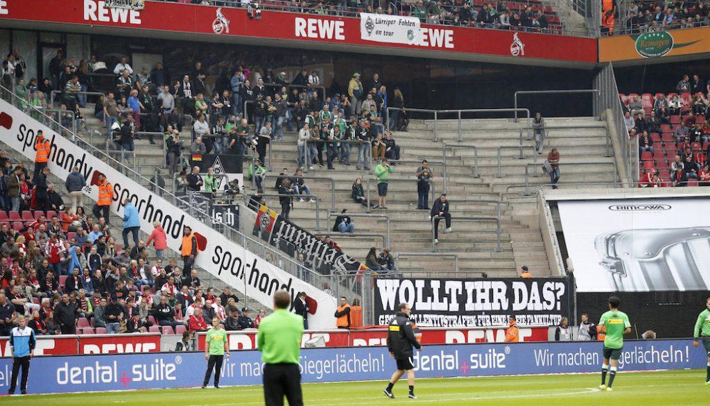 Der fast leere Fan-Block der Gladbacher Borussia. (Foto: Mika Volkmann)