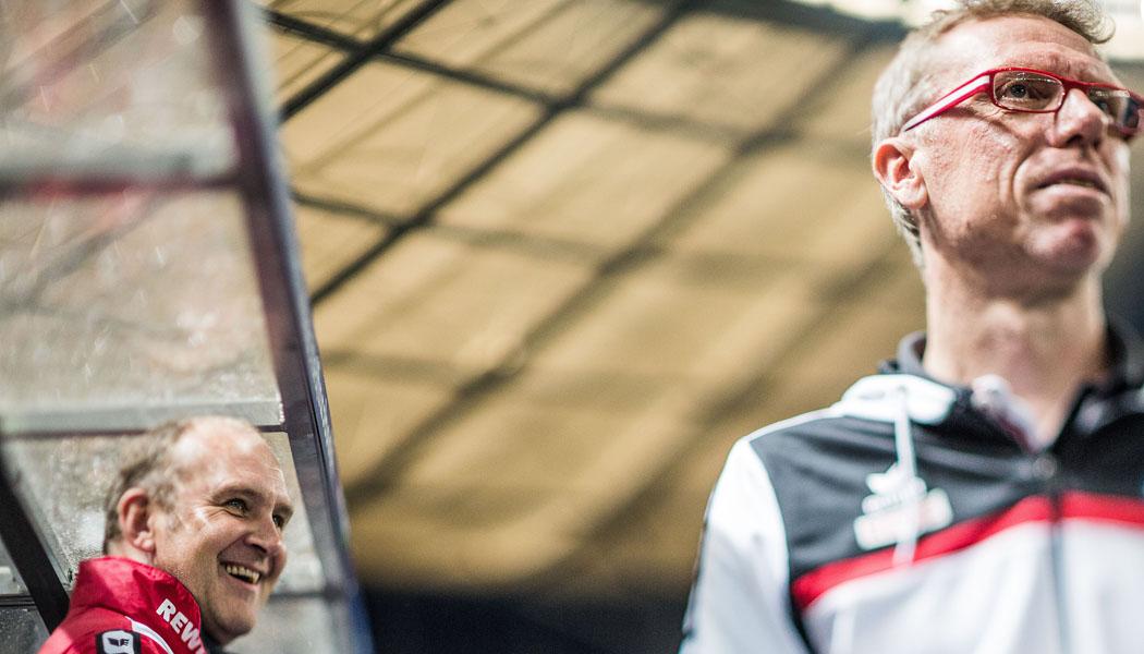Peter Stöger und Jörg Schmadkte vor dem Spiel des 1. FC Köln gegen Hertha BSC. (Foto: Sebastian Wells)
