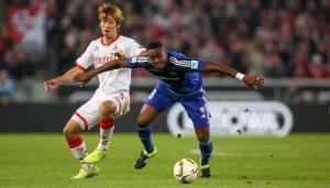 Yuya Osako im Zweikampf mit Roger: Der 1. FC Köln trennt sich 1:1 vom FC Ingolstadt. (Foto: Jörg Schüler)