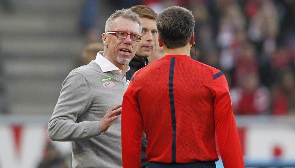 """Peter Stöger war mit den Schiedsrichtern gegen Hoffenheim nicht einverstanden. """"Das ist nicht mehr lustig…"""" (Foto: MV)"""