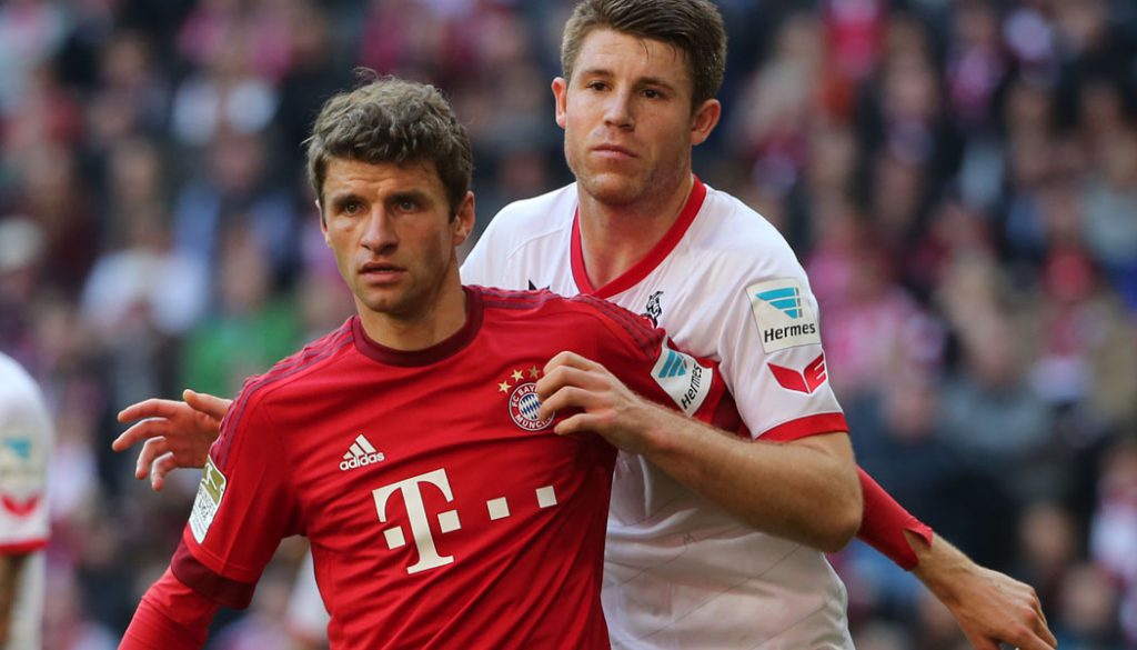 Thomas Müller gegen Dominique Heintz: Der 1. FC Köln verliert beim FC Bayern mit 0:4. (Foto: Philippe Ruiz)