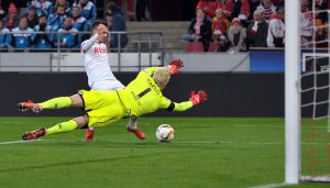 Leonardo Bittencourt verpasst das Tor für den 1. FC Köln. (Foto: Jürgen Peters)