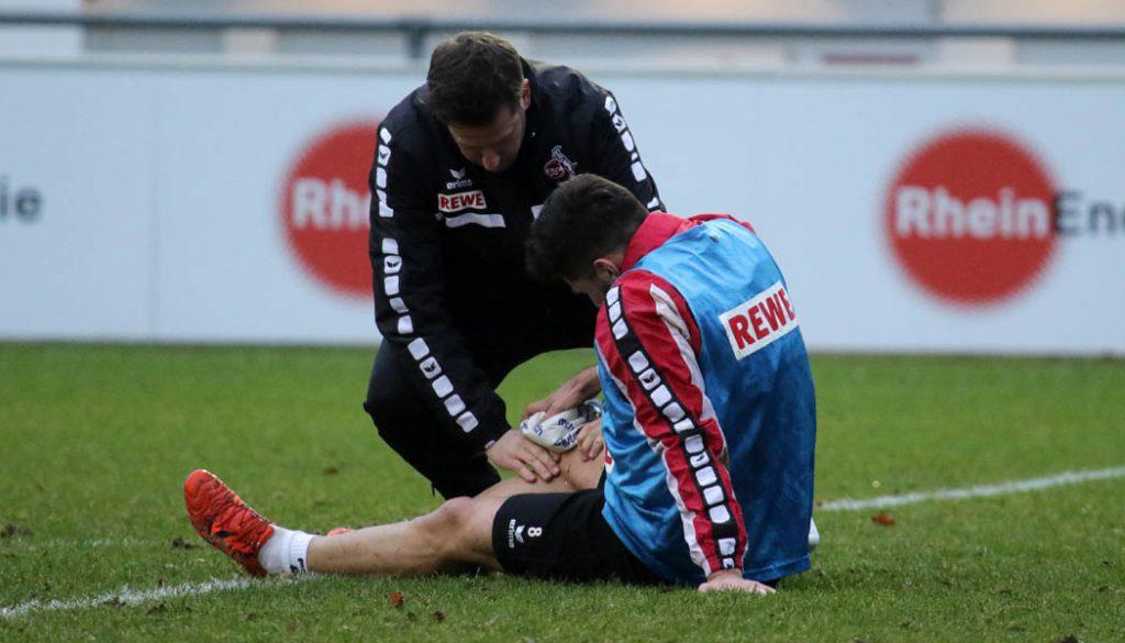 Milos Jojic wird von Leonardo Bittencourt gefoult und muss am Knie behandelt werden.