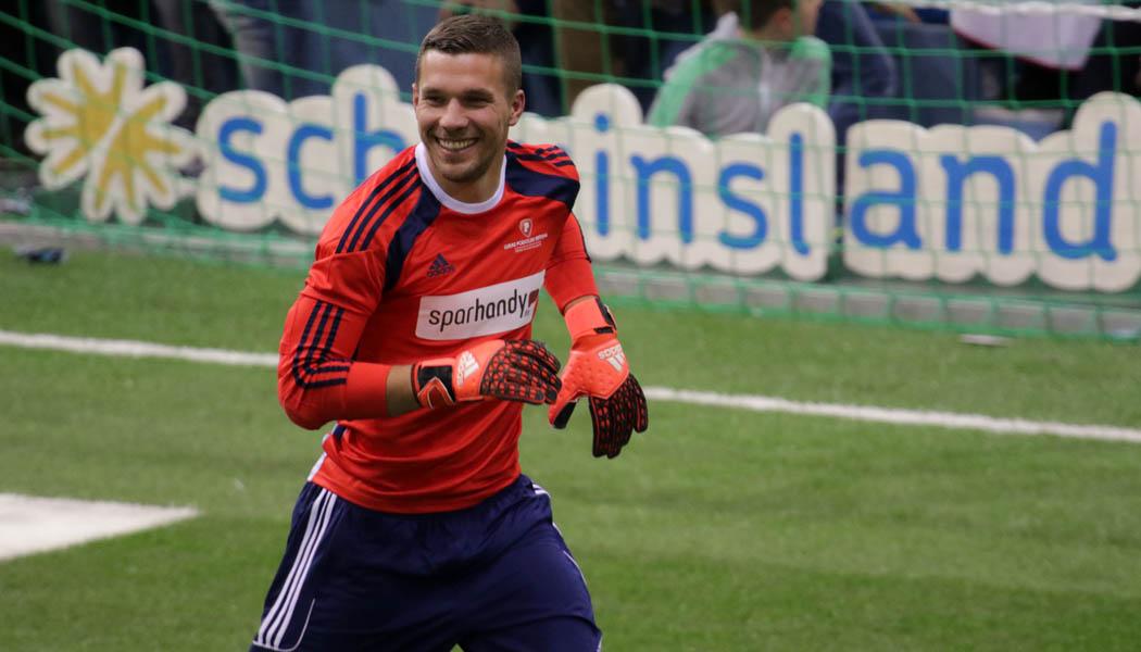 Podolski Mit Traumtor Doppelpack In Japan 11 Freunde