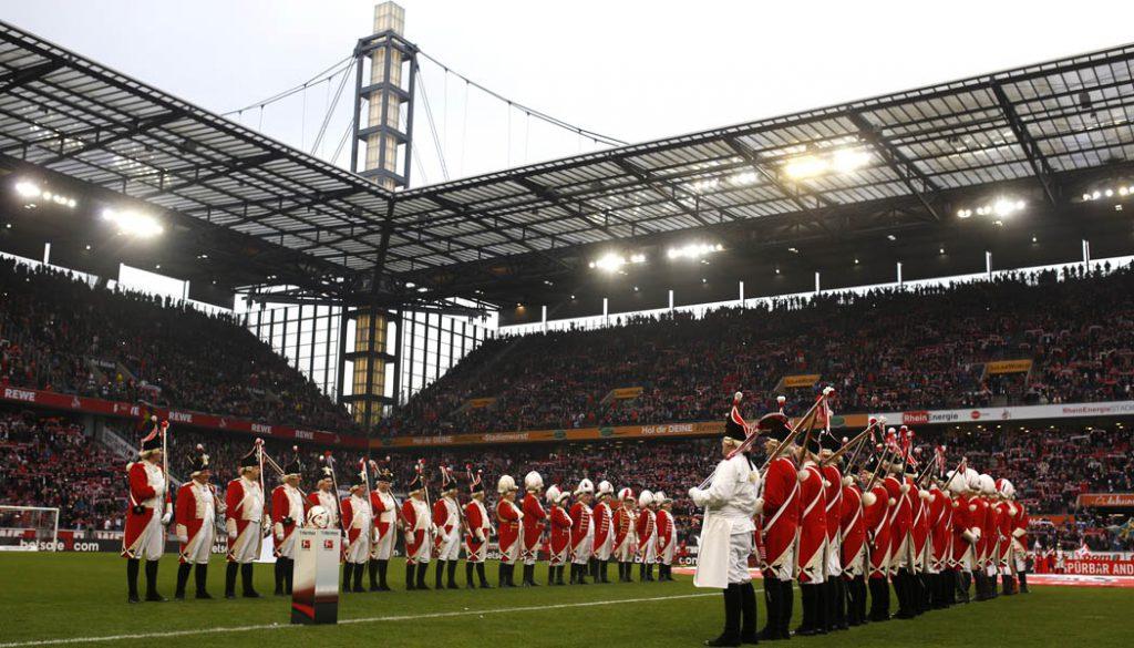 Die Roten Funken spielten die FC-Hymne vor der Partie gegen den VfB Stuttgart. (Foto: MV)