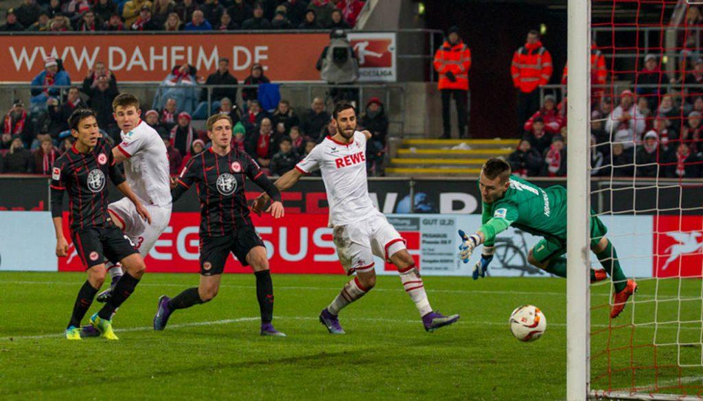 Dominique Heintz mit dem Tor zum 2:1 gegen Eintracht Frankfurt. (Foto: Jörg Schüler)