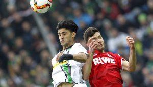 Mahmoud Dahoud im Kopfballduell mit Jonas Hector. (Foto: MV)