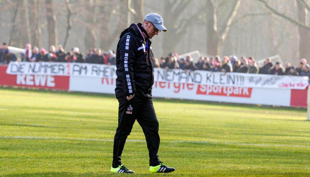 Das Team von Peter Stöger, unterstützt von den FC-Fans beim Training. (Foto: GBK)
