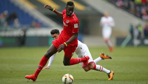 Salif Sané gegen Leonardo Bittencourt: Der 1. FC Köln gewinnt in Hannover mit 2:0. (Foto: CM)