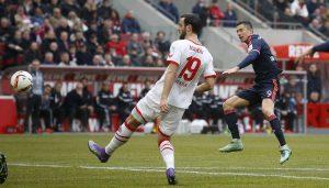 Robert Lewandowski trifft zum 0:1 gegen den 1. FC Köln. (Foto: MV)