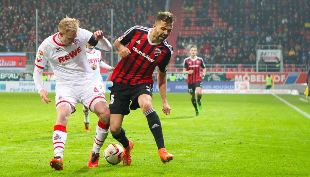 Lukas Hinterseer gegen Frederik Sörensen. (Foto: Oliver STRISCH)