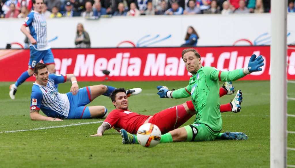 Leonardo Bittencourt rutscht knapp am Ball vorbei. (Foto: Pressefoto Baumann)