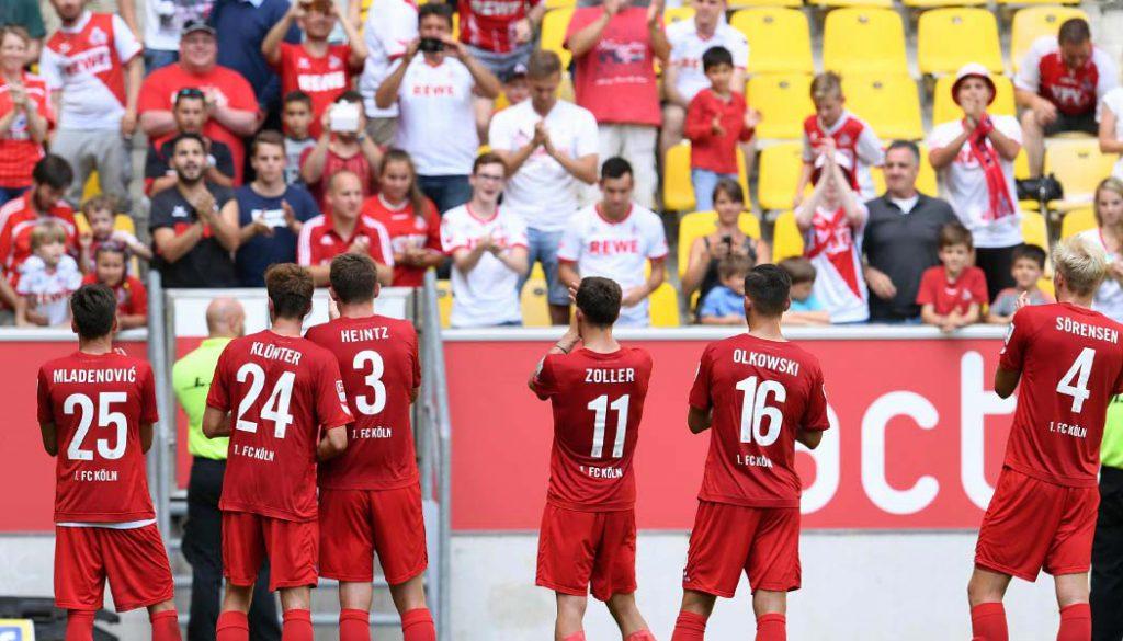 Die FC-Profis bedanken sich bei den mitgereisten Fans. (Foto: CvdL)