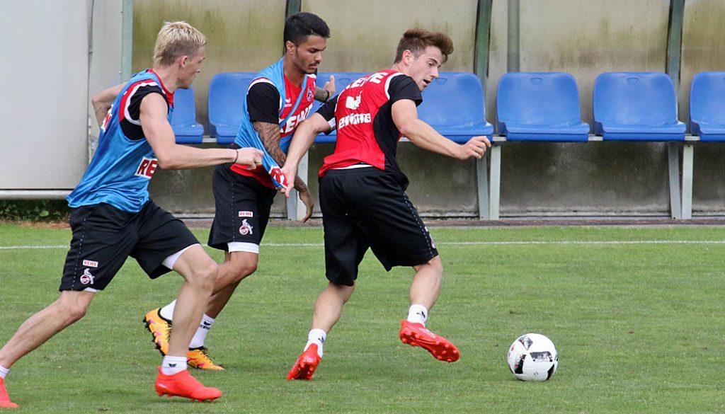 Lukas Klünter im Zweikampf mit Leo Bittencourt und Artjoms Rudnevs. (Foto: GBK)