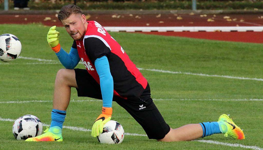 Timo Horn verletzt sich vor dem Spiel gegen den FC Hennef 05 an den Adduktoren. (Foto: GBK)