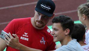 Timo Horn am Rande des Spiels gegen den FC Hennef 05. (Foto: GBK)