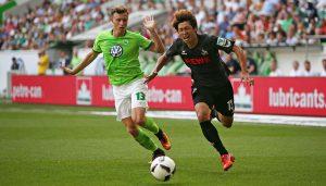 Yannick Gerhardt und Yuya Osako im Spiel mit dem VfL Wolfsburg. (Foto: CM)