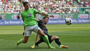 Dominique Heintz gegen Mario Gomez im Spiel des 1. FC Köln gegen den VfL Wolfsburg. (Foto: CM)