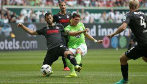 Mergim Mavraj gegen Mario Gomez im Spiel des 1. FC Köln gegen den VfL Wolfsburg. (Foto: CM)