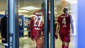 Ab durch die Tür und weg: Anthony Modeste und Frederik Sörensen sind nach der Niederlage bedient.
