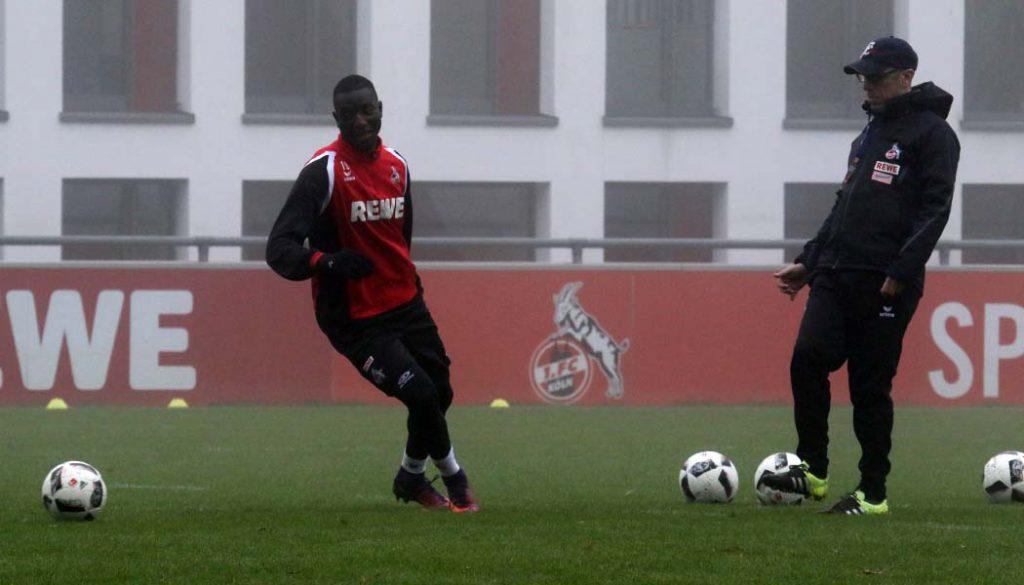 Peter Stöger im Training mit Sehrou Guirassy. (Foto: GBK)