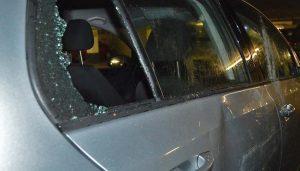 Das beschädigte Auto eines Kölner Fans. (Foto: zvg)