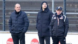Sportchef Jörg Schmadtke, sein Sohn und FC-Scout Nils Schmadtke und Trainer Peter Stöger. (Foto: GBK)